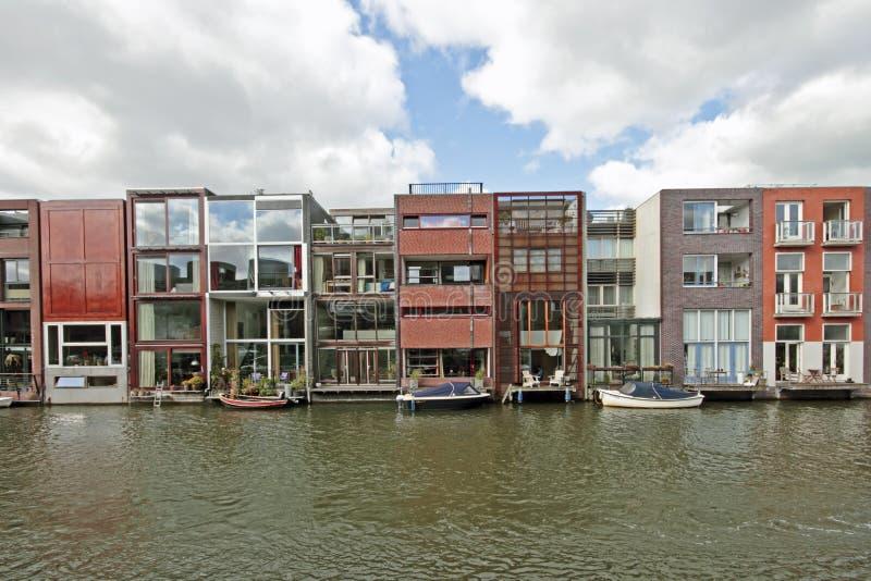 Case moderne differenti nei paesi bassi di amsterdam for Case moderne nei boschi