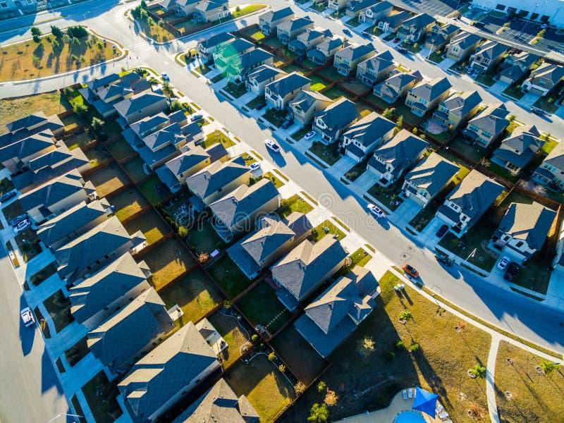 Case moderne vasto Texas Hill Country di novità di vista dell'occhio del ` s dell'uccello immagine stock libera da diritti