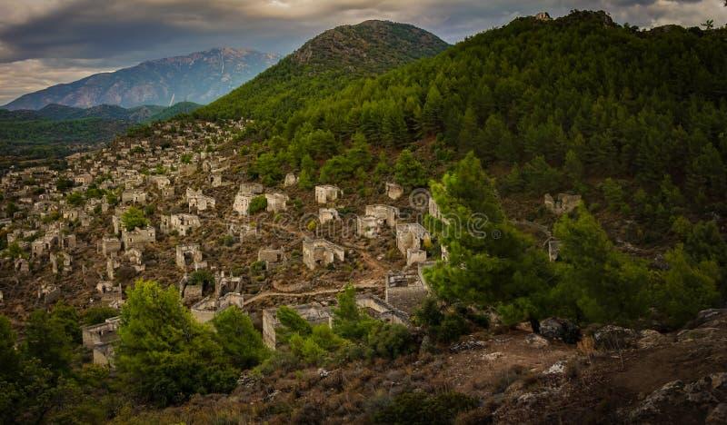 Case panoramiche di Kayakoy nel villaggio historcial di Lycian di Kayakoy, Fethiye, Mugla, Turchia Città fantasma Kayaköy, antic fotografia stock libera da diritti