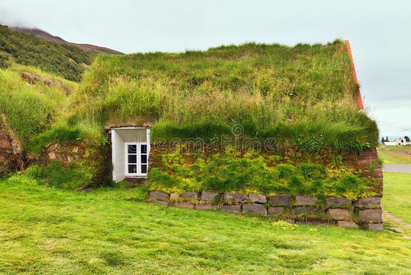 Case rurali tipiche del tappeto erboso di vecchia architettura, Islanda, Laufas immagini stock