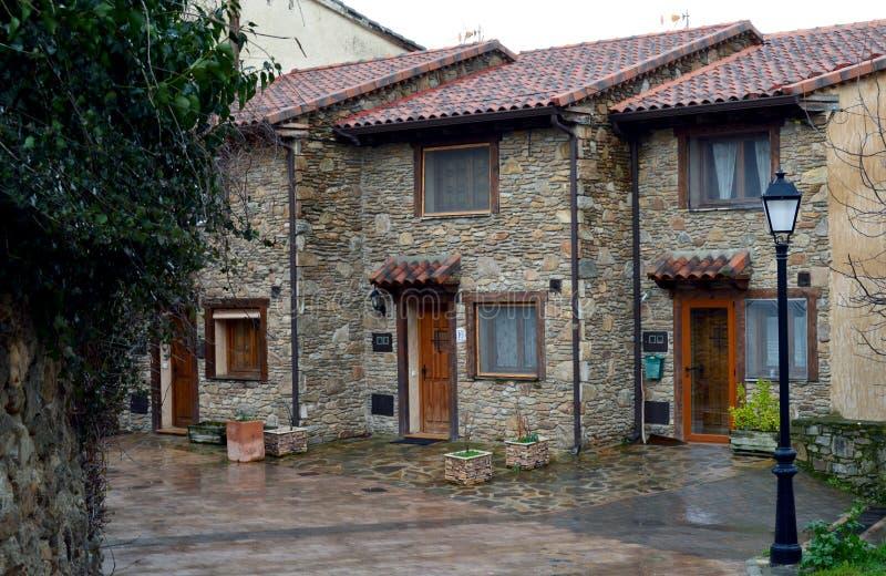 Case rustiche immagine stock immagine di ponticello for Immagini di case rustiche