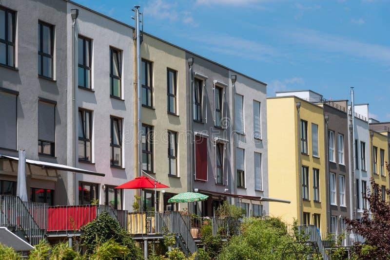 Case a schiera vedute a Berlino immagini stock