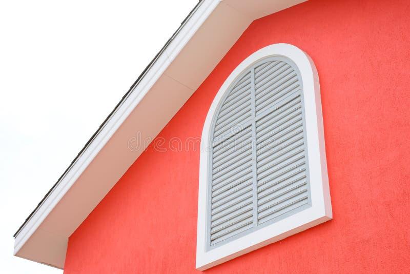 case stile europea sul fondo bianco del cielo fotografia stock