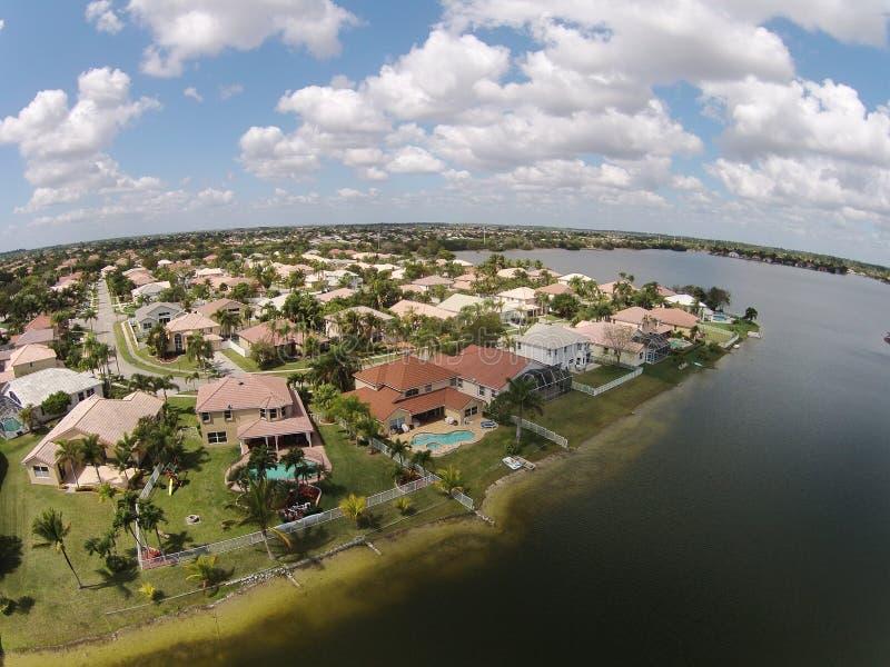 Case suburbane di lusso in Florida immagine stock