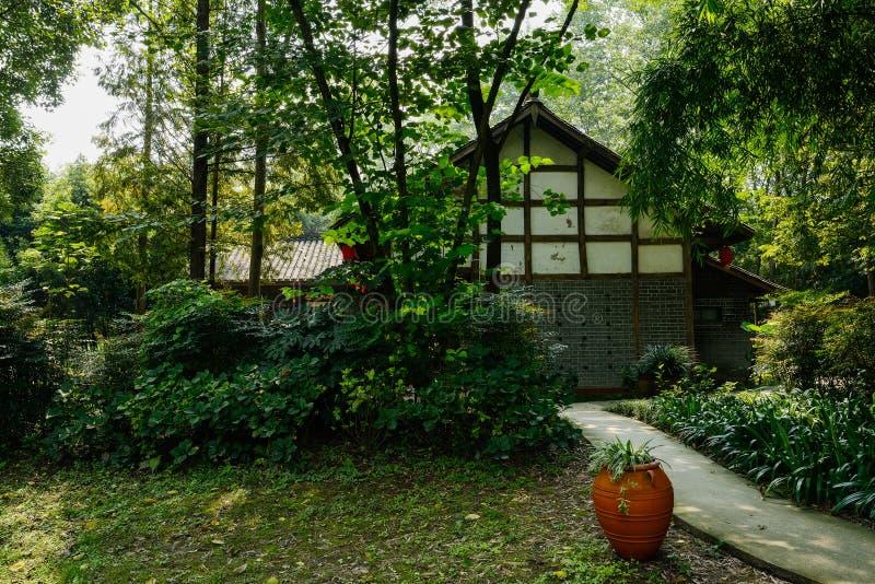 Case tradizionali cinesi in legno dell 39 autunno soleggiato for Case tradizionali