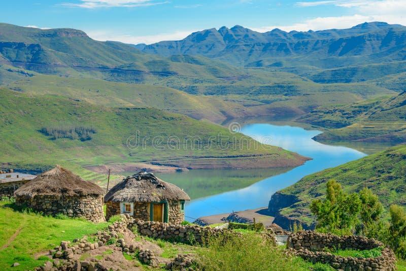 Case tradizionali della casa della capanna del Lesotho fotografia stock