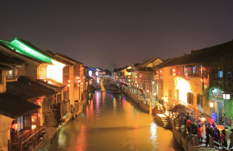 Case tradizionali lungo il canale storico Suzhou Cina immagine stock