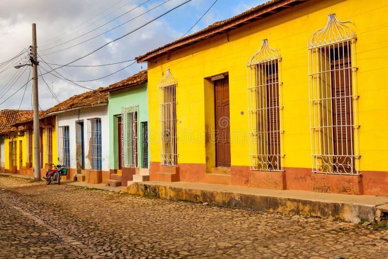 Case tradizionali variopinte nella città coloniale di Trinidad, Cuba fotografie stock