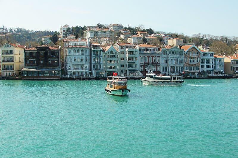 Case turche allo stretto di Bosphorus fotografia stock
