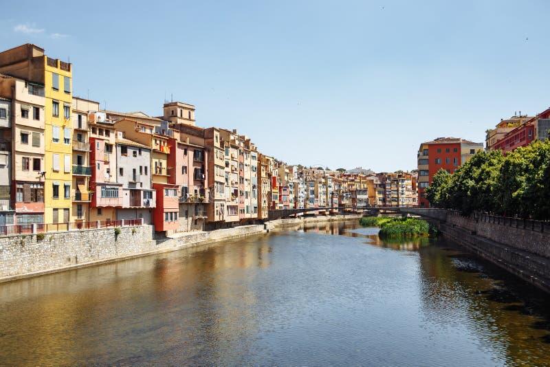 Case variopinte al fiume Onyar a Girona, Catalogna Spagna immagini stock libere da diritti