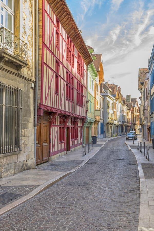 Case variopinte alla vecchia città di Troyes, Francia fotografia stock libera da diritti