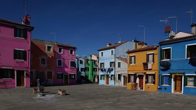 Case variopinte in Burano fotografia stock
