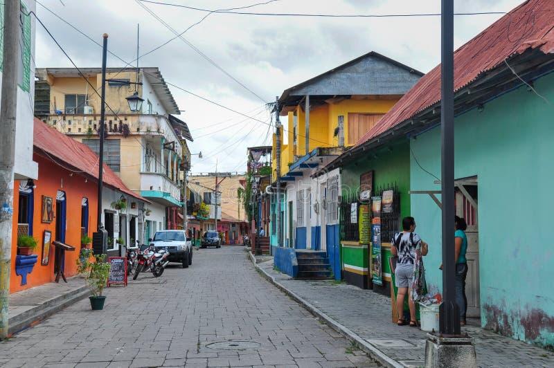 Case variopinte del Flores, Guatemala immagini stock