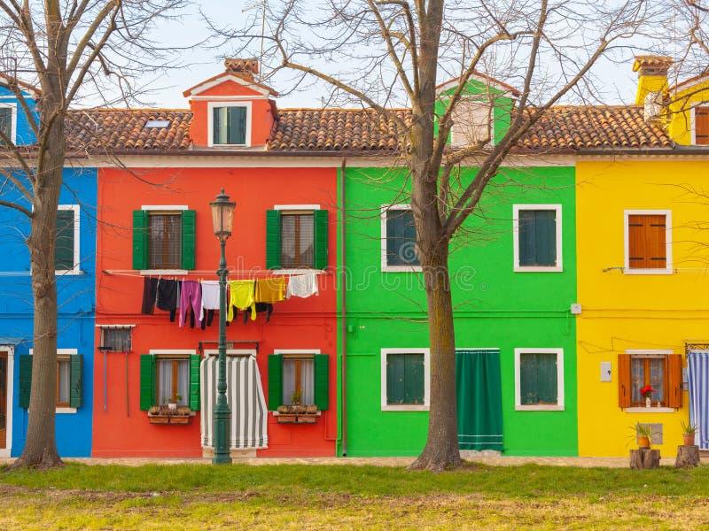 Case variopinte dell'isola di Burano fotografie stock libere da diritti