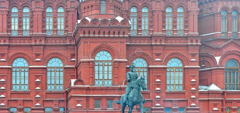 Case variopinte e vecchia architettura in quadrato rosso a Mosca, Russia fotografie stock