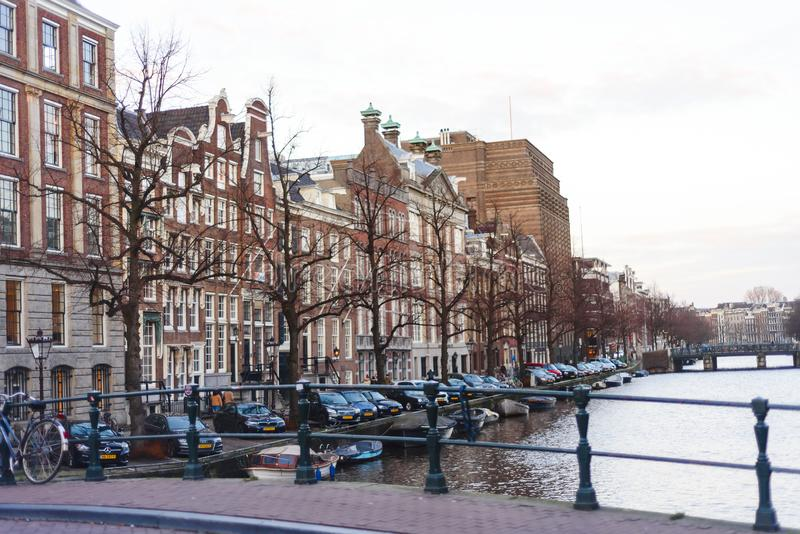 Case variopinte ed architettura di Amsterdam, Paesi Bassi fotografie stock libere da diritti
