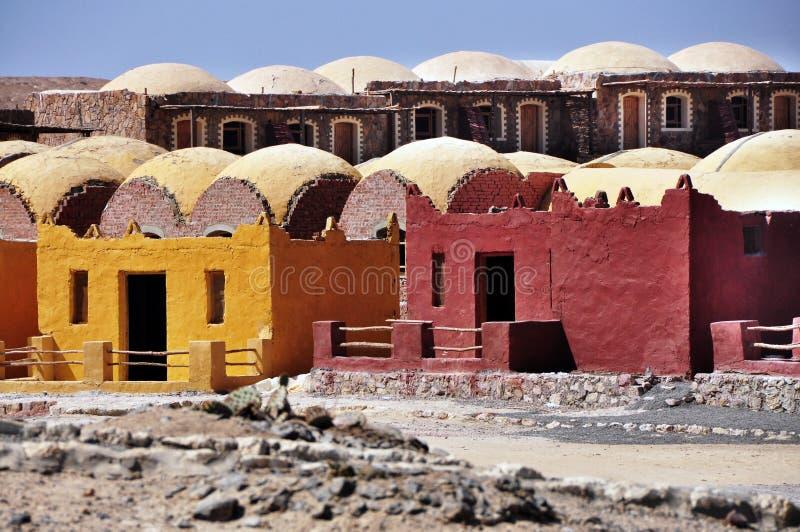 Case variopinte nella costruzione di architettura dell'Africa fotografia stock libera da diritti