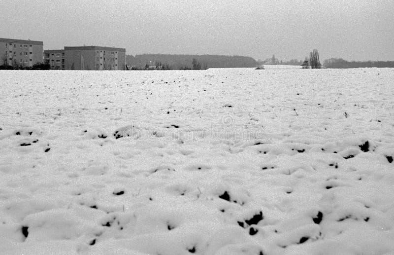 Caseggiati grigi nell'inverno fotografie stock