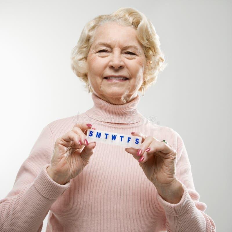 Casella della pillola della holding della donna. fotografie stock libere da diritti