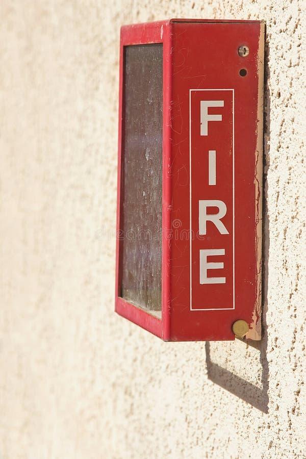 Casella di segnalatore d'incendio di incendio rosso immagine stock