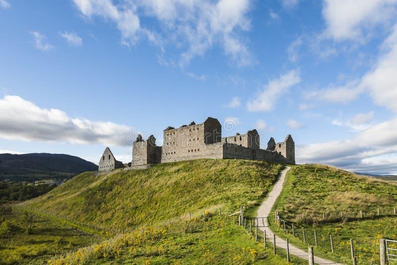 Casernas de Ruthven nas montanhas de Escócia imagens de stock royalty free