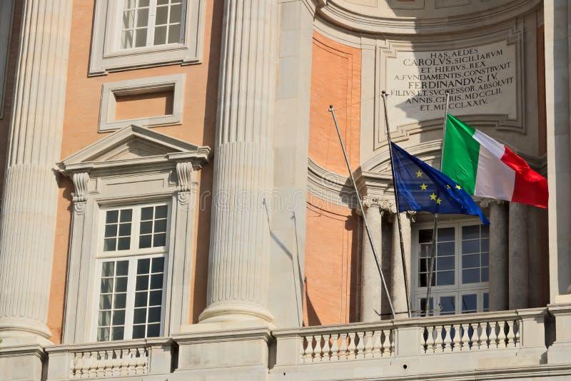 Caserta, It?lia 27/10/2018 Detalhe do balcão na fachada principal de Royal Palace de Caserta fotos de stock