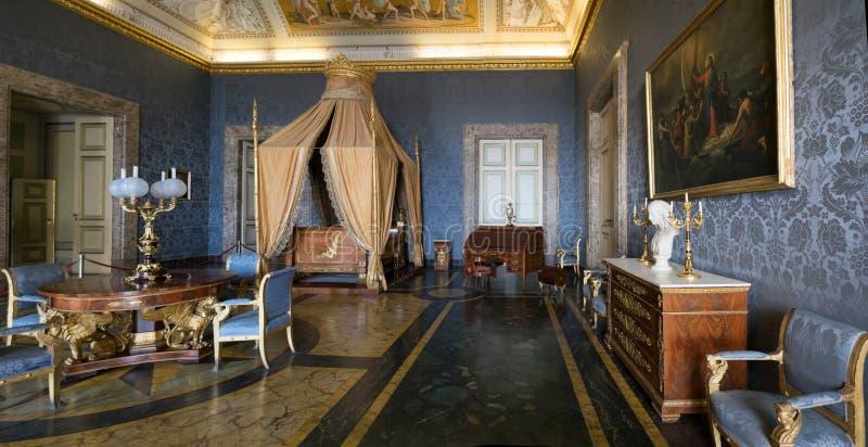 CASERTA, NEAPEL, ITALIEN APRIL 2019 Barockes königliches Schlafzimmer, Royal Palace lizenzfreies stockfoto