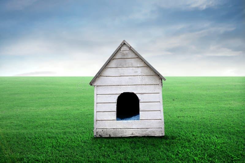 Caseta de perro imagen de archivo libre de regalías