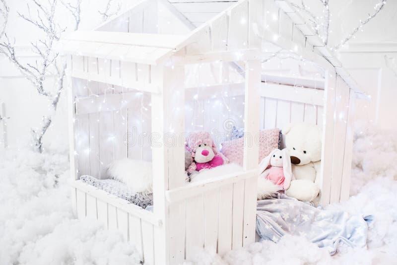 Casetta di legno per i bambini immagini stock