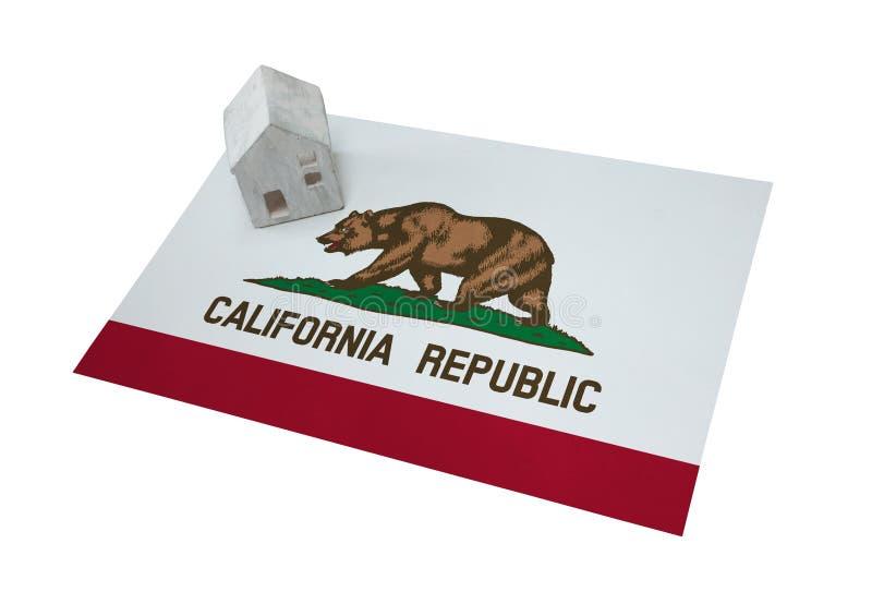 Casetta su una bandiera - California fotografia stock