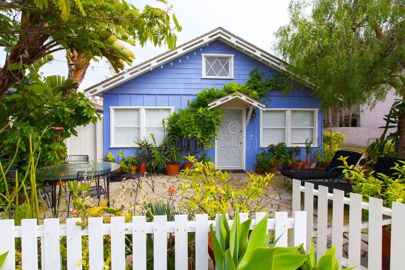 Casetta suburbana, Los Angeles, California, U.S.A. di vista fotografie stock libere da diritti