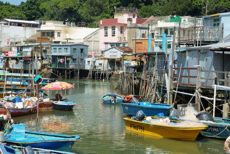 Casette e barche nel paesino di pescatori del Tai O immagine stock libera da diritti