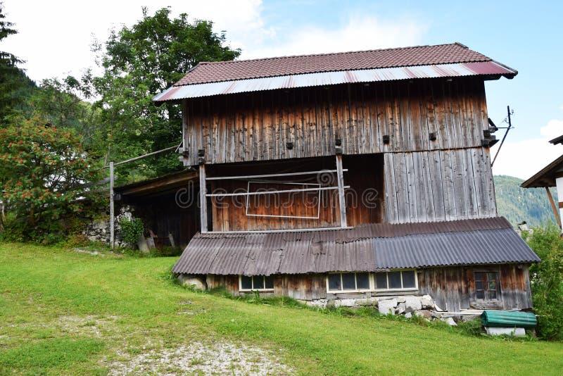 Casette in montagne di Dolomiti fotografia stock