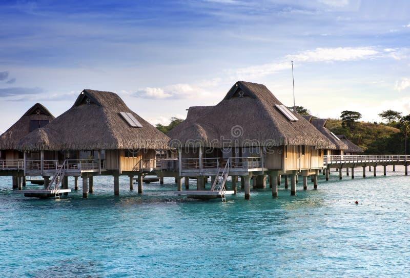 casette tropicali sopra il mare Isole all'oceano fotografia stock
