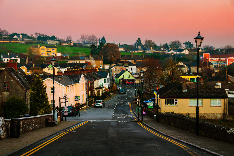 Cashel,爱尔兰 小镇鸟瞰图在晚上 库存照片