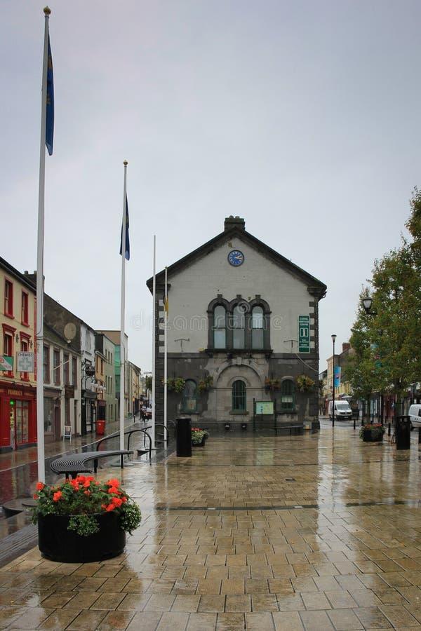 Cashel, Irlanda, o 31 de outubro de 2014: Centro do visitante e de cidade em Cashel, condado Tipperary, Irlanda imagens de stock