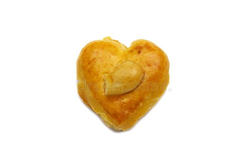 Cashewnoot of van Singapore koekjes van hartvorm op witte achtergrond wordt geïsoleerd die stock foto