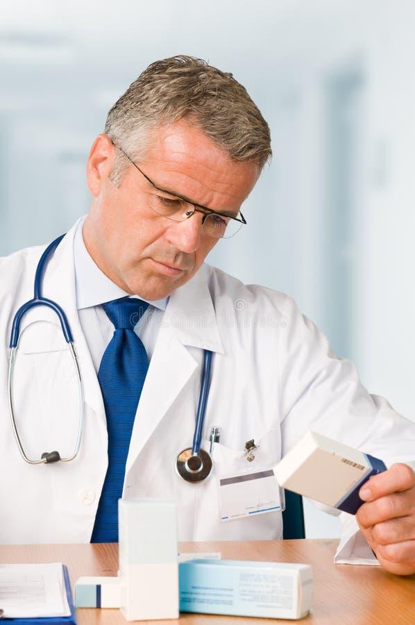 Casi d'esame della medicina del medico immagine stock libera da diritti