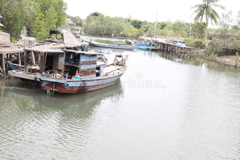 Casiers de pêche - bateaux Indonésie Temajuk photo stock