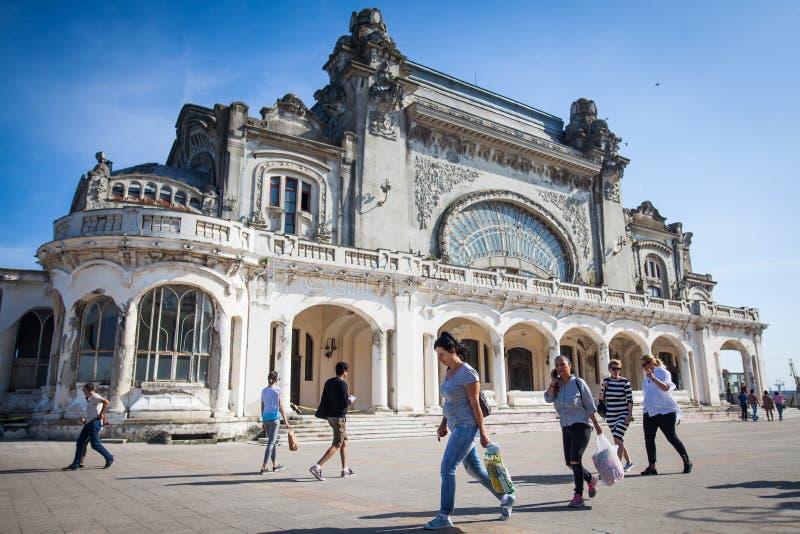 Casino abandonado em Constanta, Romênia imagem de stock