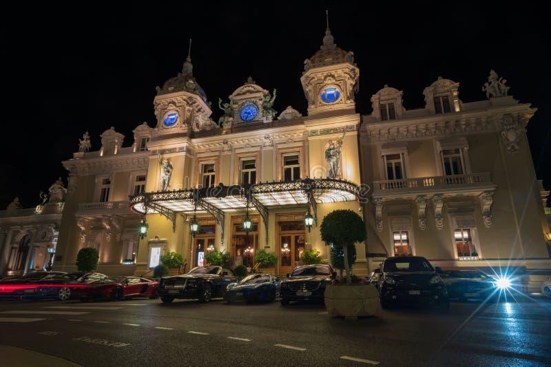 Casino célèbre à Monte Carlo pendant la nuit image stock
