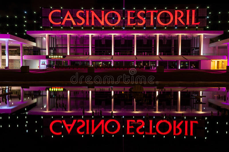Casino d'Estoril la nuit images stock