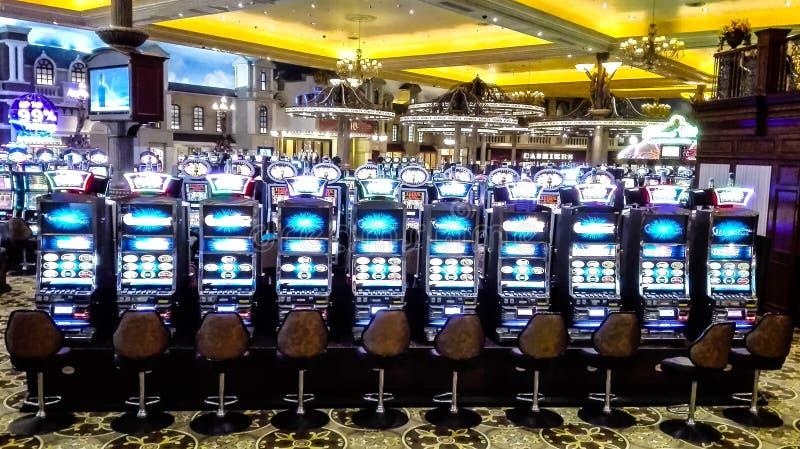 Casino del ina de las máquinas tragaperras imagen de archivo libre de regalías