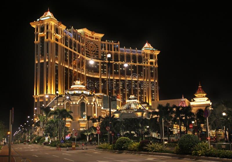Casino e hotel da árvore de Banyan em Macau na noite fotografia de stock