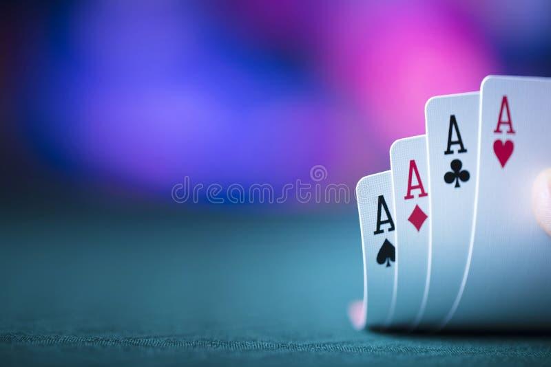"""Casino thema†""""kaarten stock afbeeldingen"""