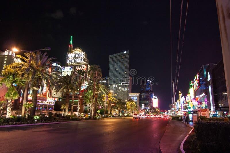 Casinos de Las Vegas por noche imagenes de archivo