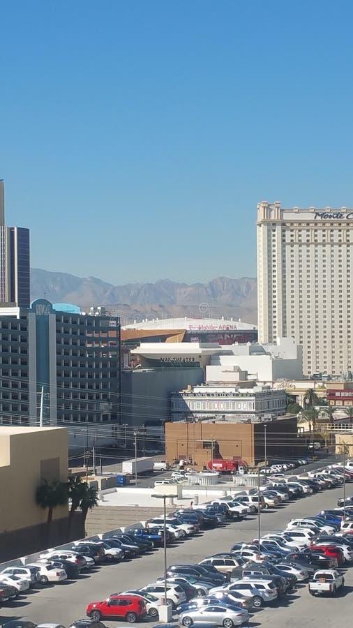 Casinos et montagnes de Vegas images stock