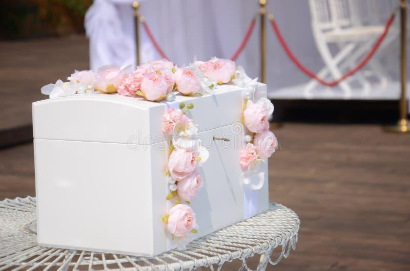 Casket för ett bröllop för gåvor arkivfoton
