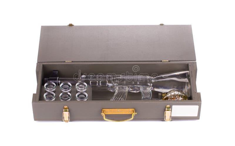 Caso com a garrafa do rifle do Kalashnikov AK imagens de stock royalty free