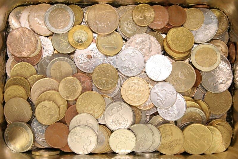Caso com moedas brilhantes foto de stock royalty free